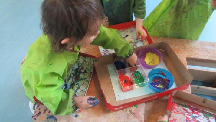Malen mit Murmeln – Verbindung von Kunst und Geschicklichkeit